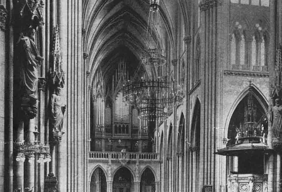 Orgelansicht-der-neugotischen-Kirche